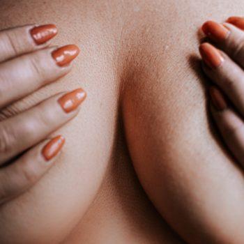 kobiece piersi